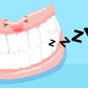 義歯を就寝時にはずすべきイメージ